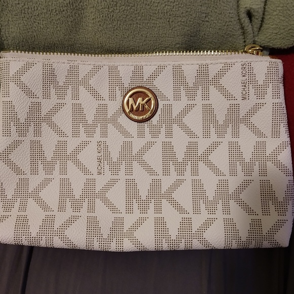 Michael Kors Handbags - Michael Kors small zip pouch